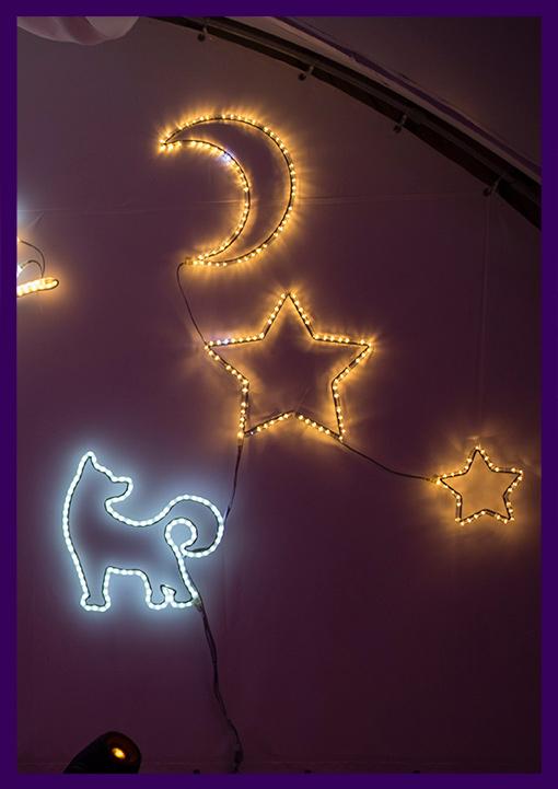Светящиеся фигуры звёзд, месяца и собаки из дюралайта