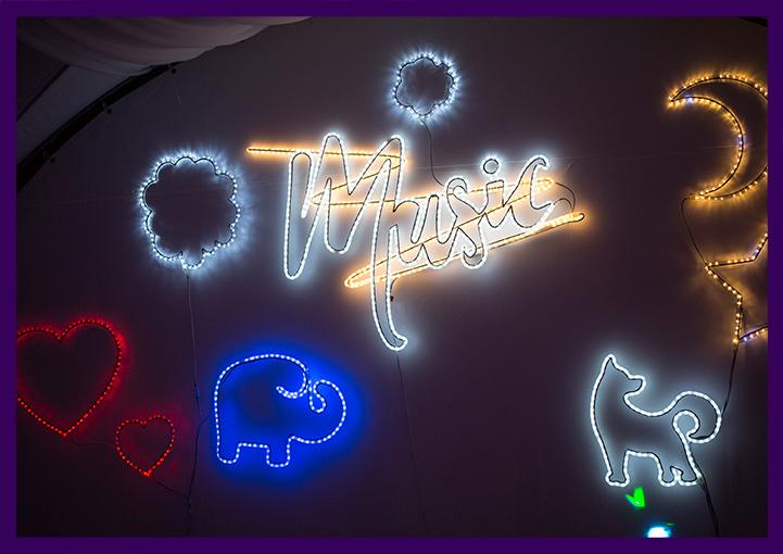 Светящиеся фигурки и надписи с подсветкой в стиле неоновых вывесок