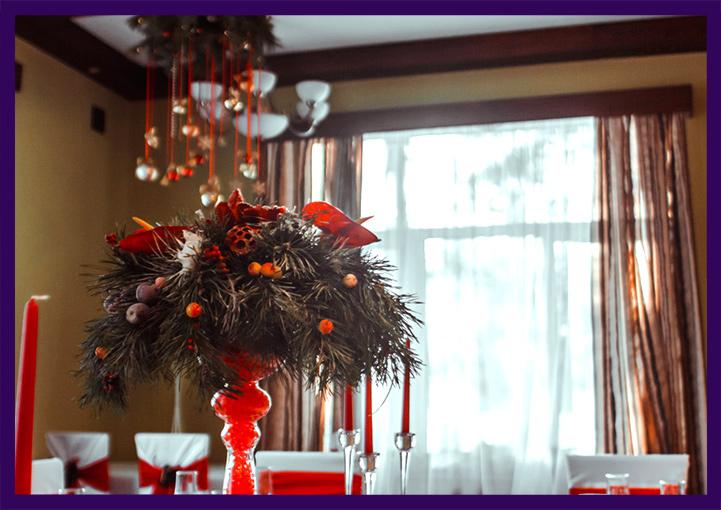 Новогодние композиции в красных вазах