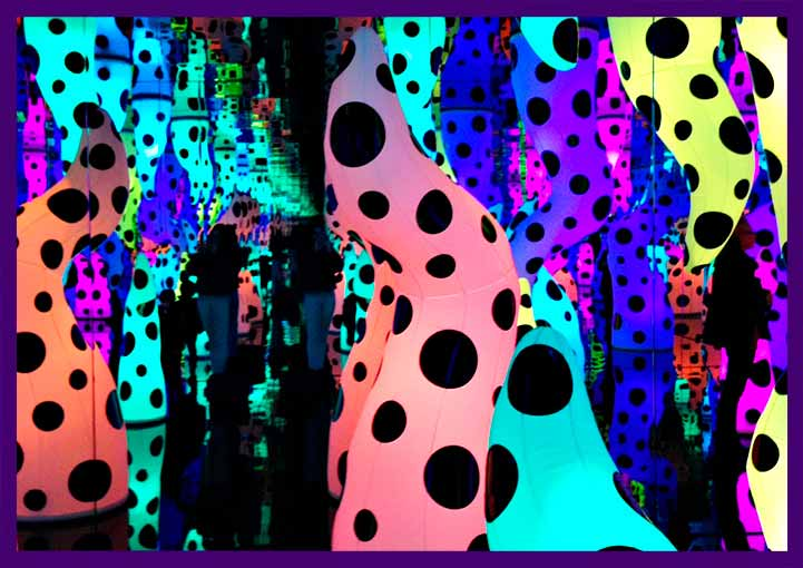 Разноцветные надувные фигуры