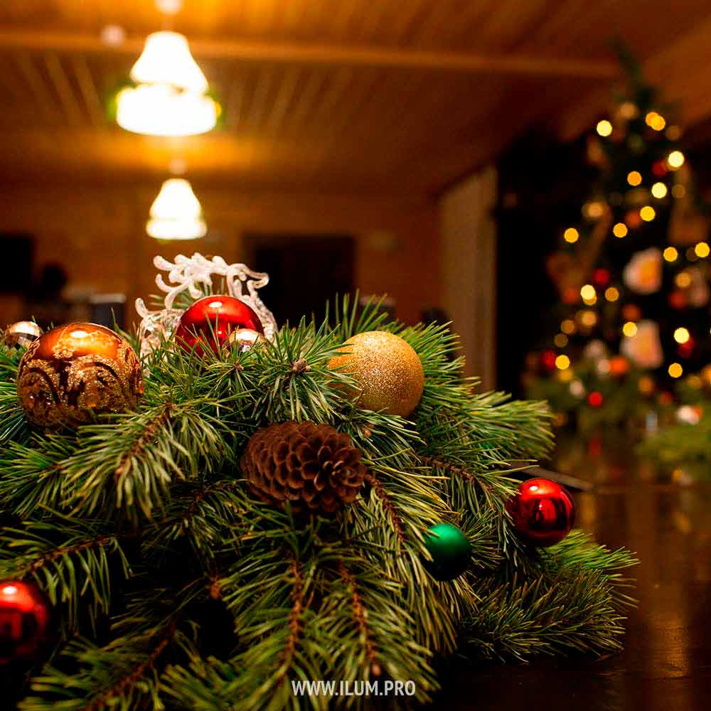 Новогоднее оформление бани ихвойные композиции насветильники
