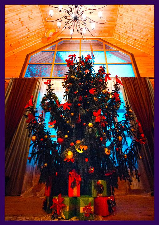 Украшение новогодней ёлки в доме