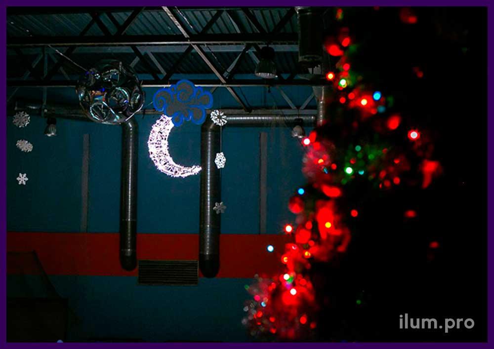 Алюминиевая фигура для украшения интерьера на праздники. Подсветка из гирлянд