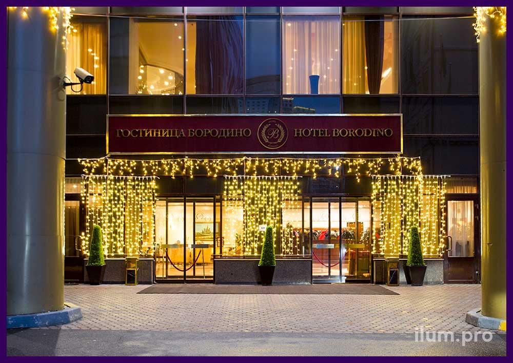 Украшение гостиницы к Новому году светодиодными гирляндами