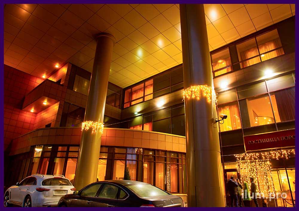 Новогоднее украшение гостиницы Бородино гирляндами