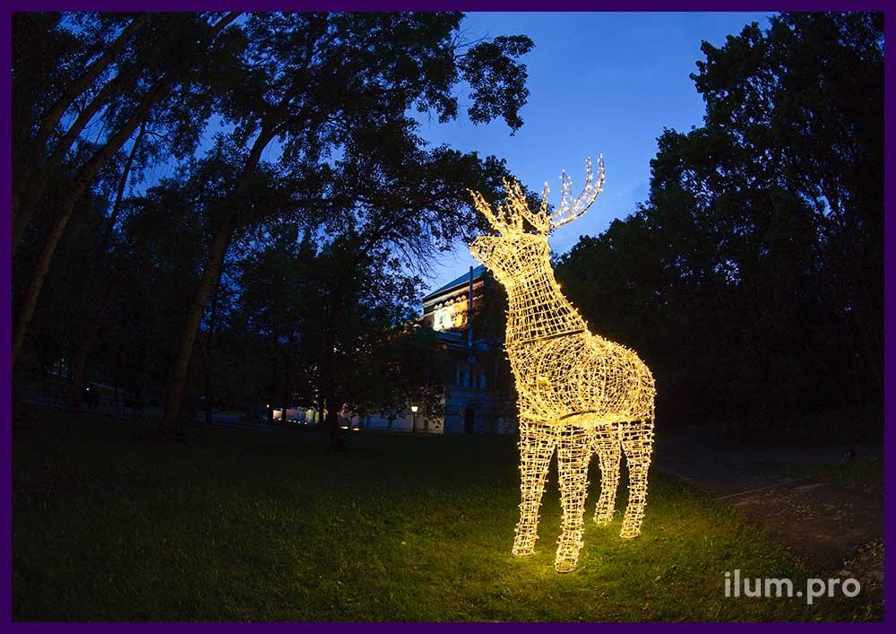 Уличная фигура оленя с подсветкой