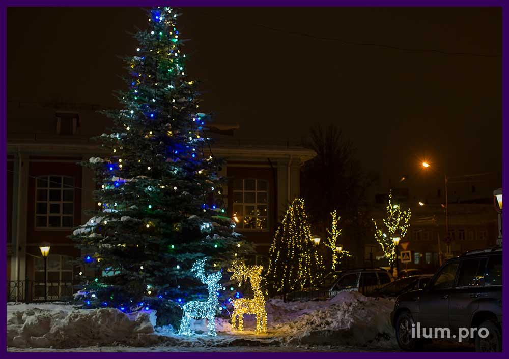Фигуры оленей у ёлки в Иваново на Новый год