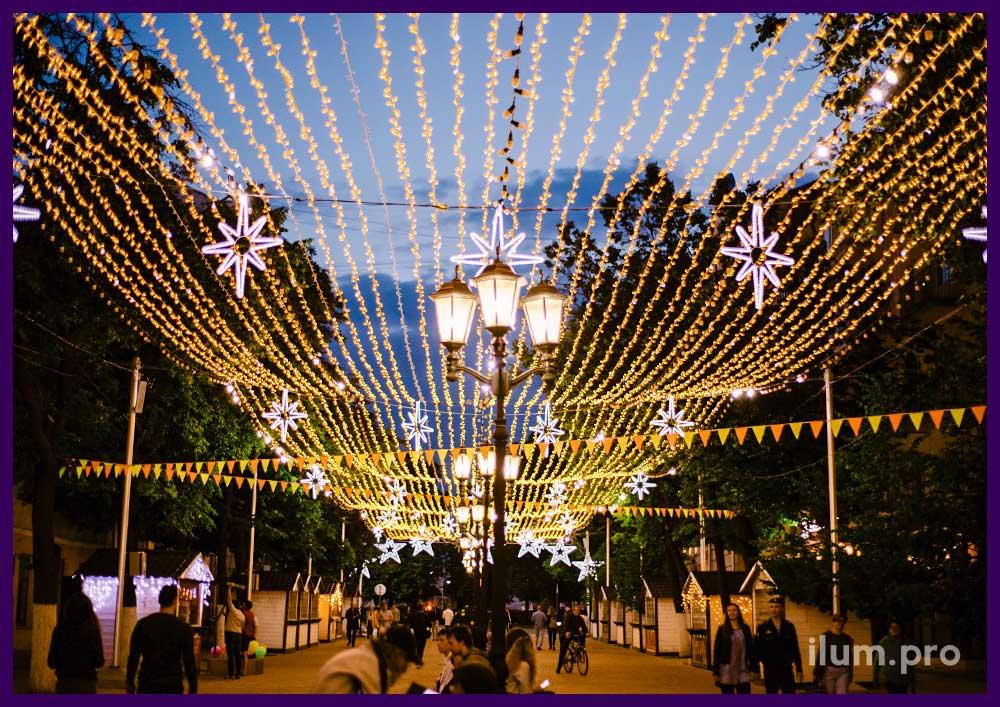 Подсветка пешеходной улицы светодиодными гирляндами
