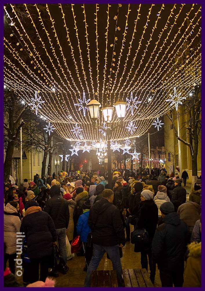 Новогодние гирлянды в Рязани на улице Почтовая