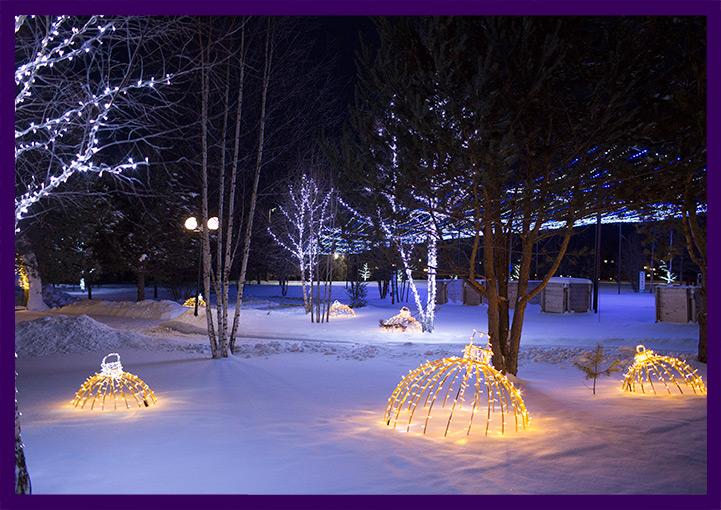 Новогоднее украшение территории гирляндами
