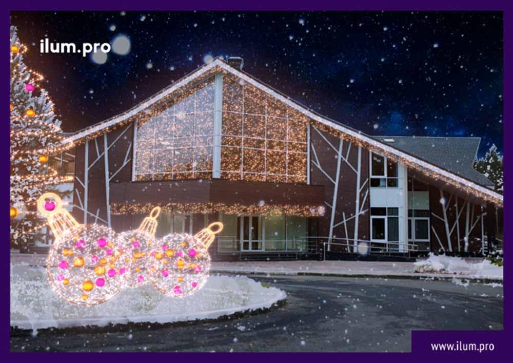 Иллюминация на фасаде отеля в Доброграде на Новый год