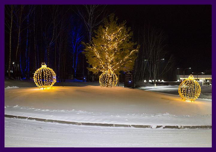 Светодиодная иллюминация на деревьях и световые шары