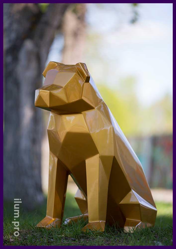 Металлическая фигура собаки цвета золотой металлик