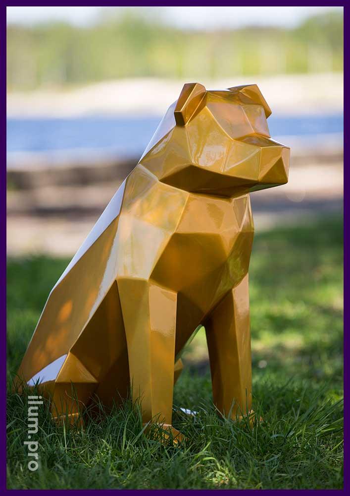 Полигональная фигура собаки золотого цвета