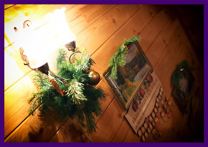 Хвойный декор в интерьере частного дома на Новый год