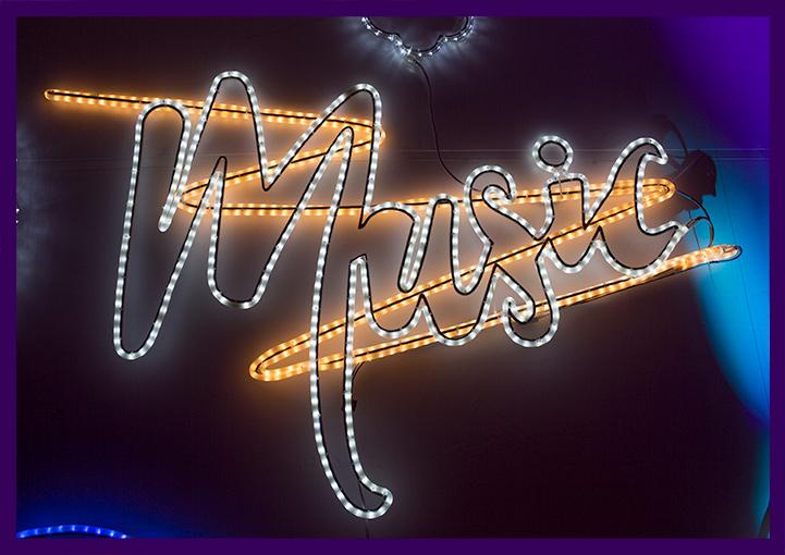 Светящаяся надпись в стиле неоновой вывески