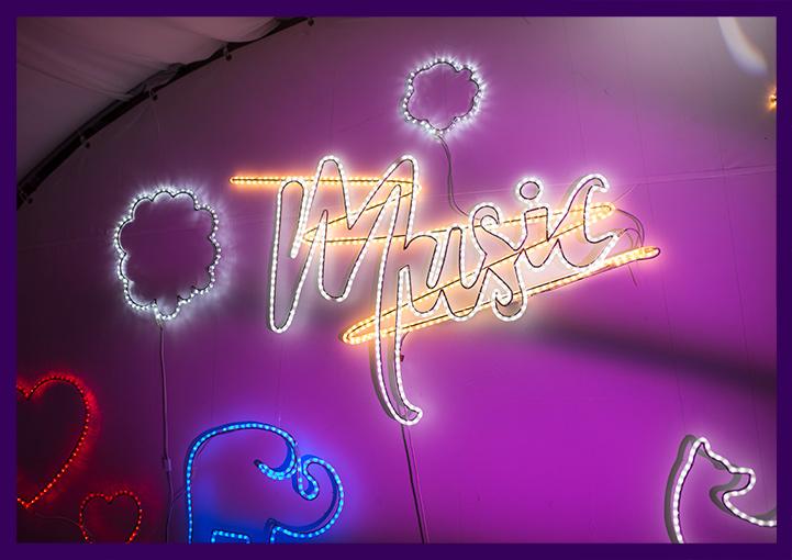 Надпись MUSIC с подсветкой матовым дюралайтом