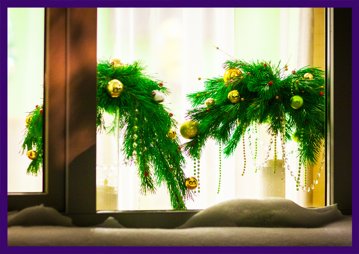 Хвойные декорации на Новый год