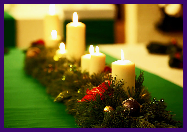 Хвойные декорации с свечками для интерьера
