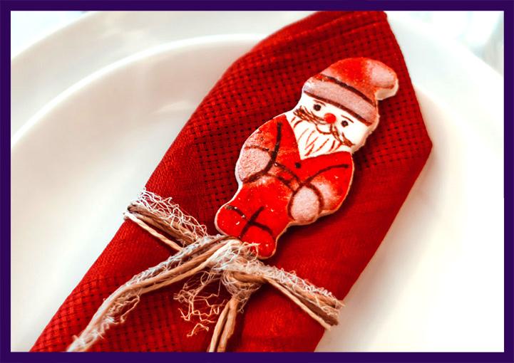 Декоративная салфетка и пряник с Дедом Морозом
