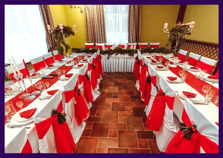 Декорирование ресторана на Новый год хвоей