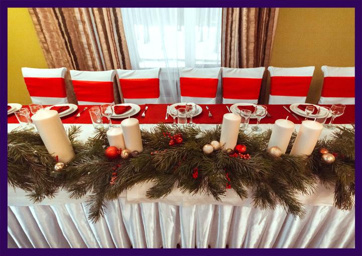 Хвойные декорации в интерьере ресторана на Новый год