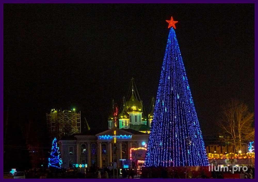 Уличная новогодняя ёлка
