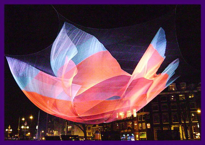 Цветная композиция на фестивале света