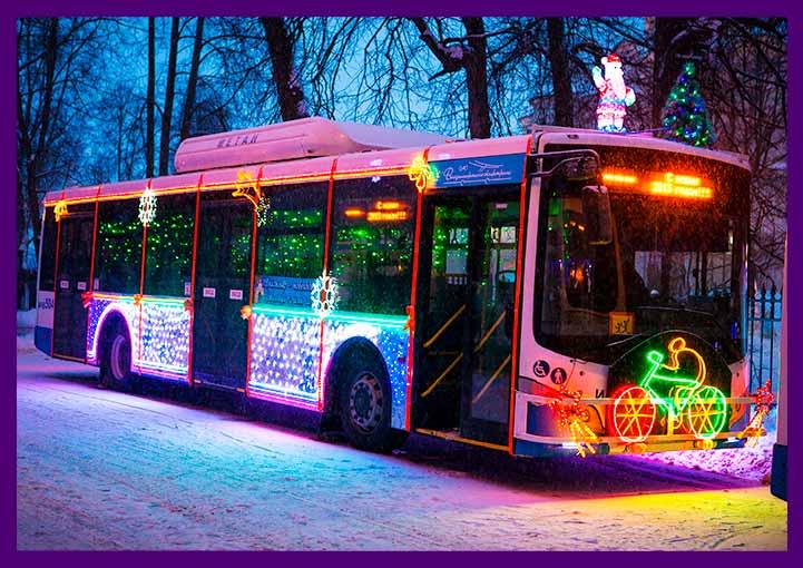 Подсветка гирляндами автобуса во Владимире на Новый год