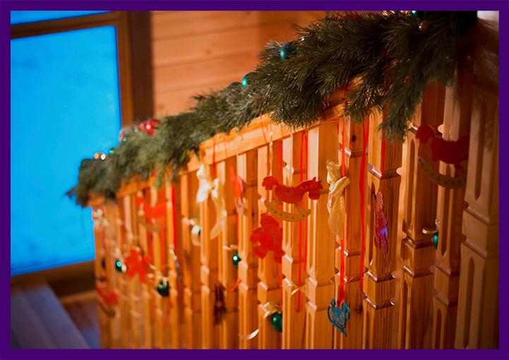 Украшение лестницы в частном доме на Новый год