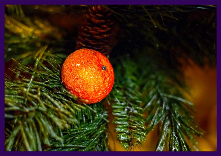 Новогоднее украшение ёлки мандаринами