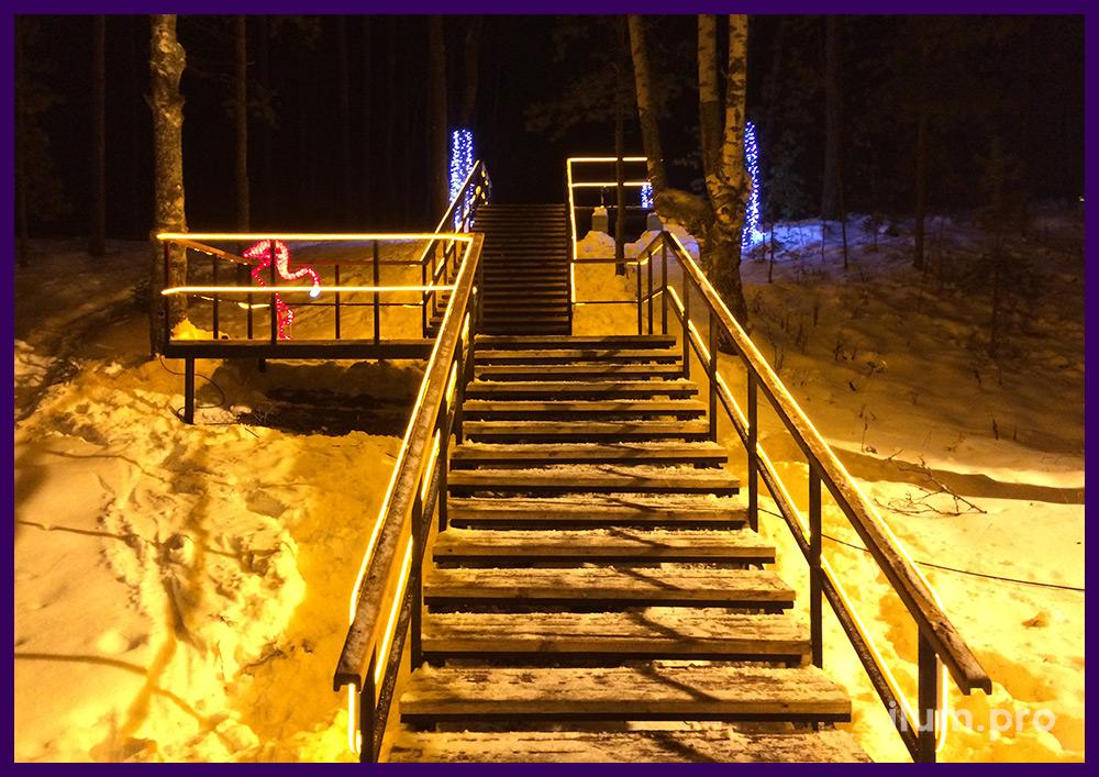 Светодиодный гибкий неон на лестнице и акриловый фламинго