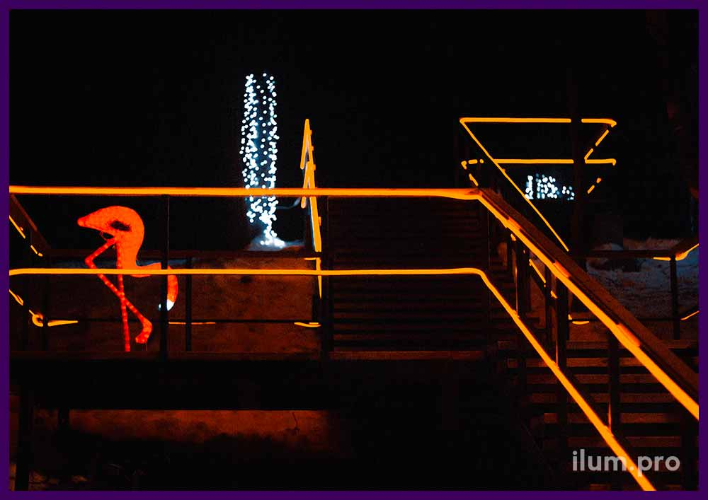 Украшение лестницы гирляндами гибкий неон и светодиодными фигурами