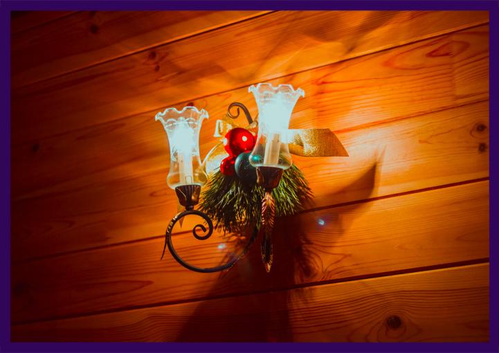 Новогоднее украшение светильников в интерьере
