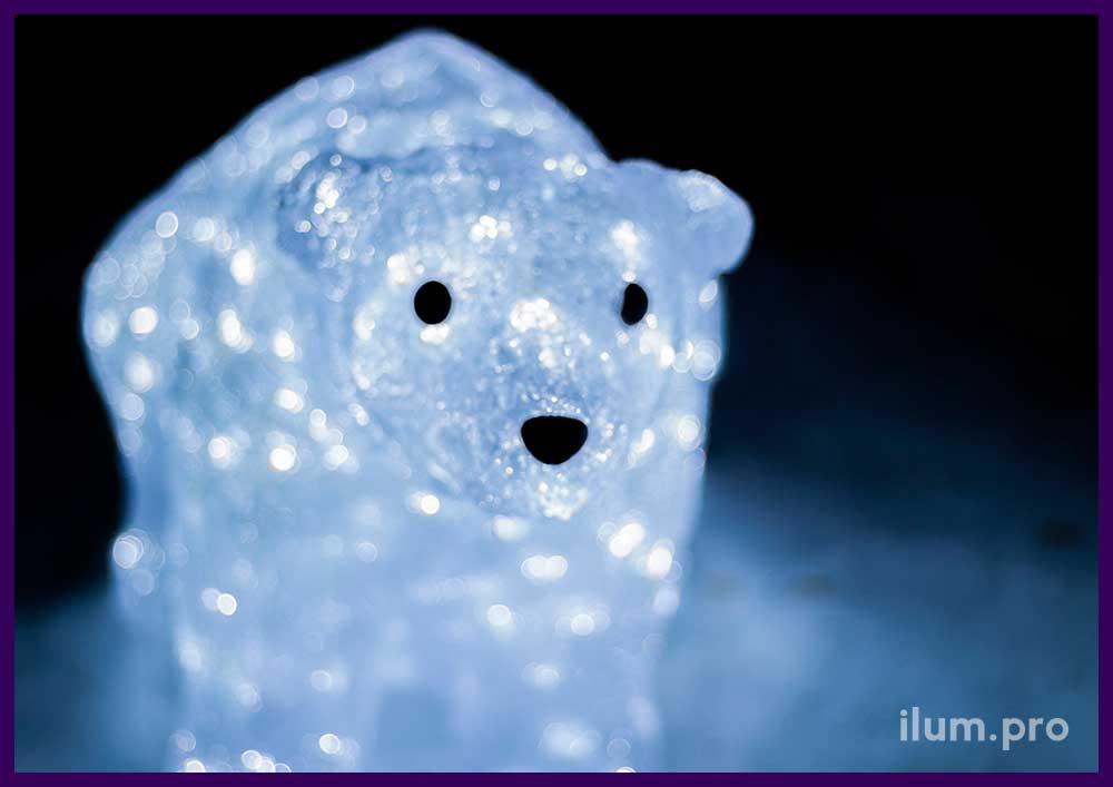 Светящийся акриловый медведь белого цвета