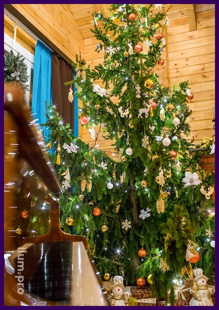 Новогоднее украшение интерьера дома к праздникам. Новогодняя ёлка и украшения.