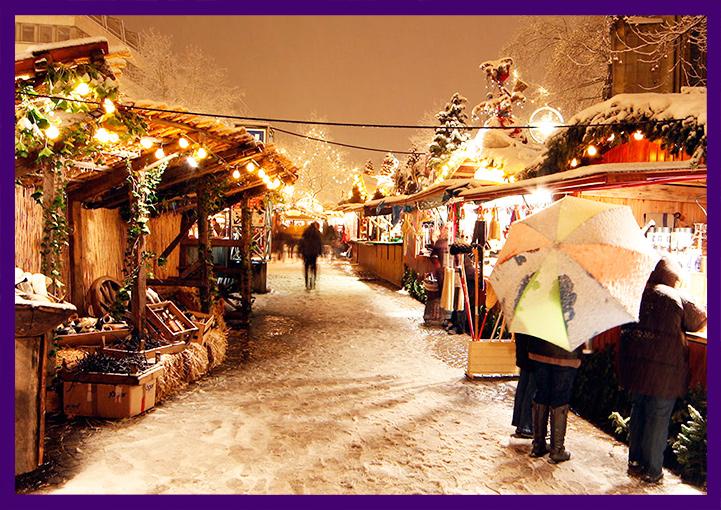 Рождественская ярмарка с гирляндами и декором