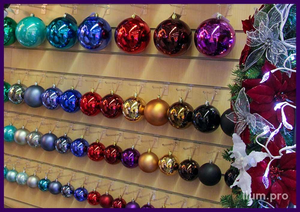 Новогодние ёлочные игрушки разных цветов и размера