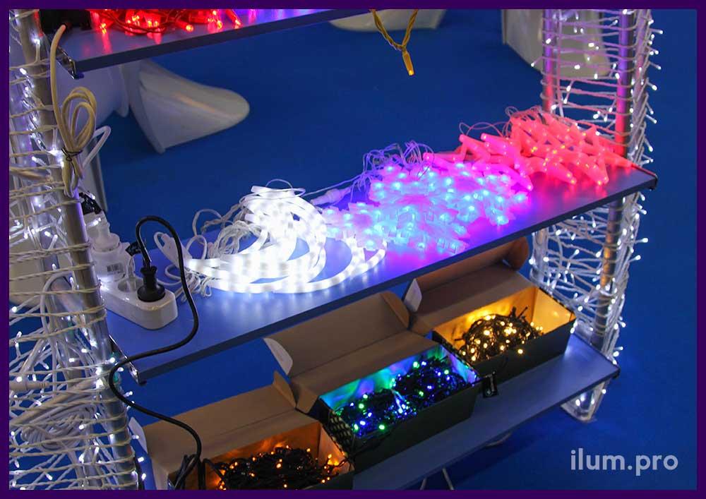 Светодиодные гирлянды и световые фигуры на полке