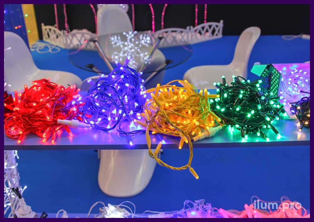 Светодиодные гирлянды разных цветов на цветном проводе