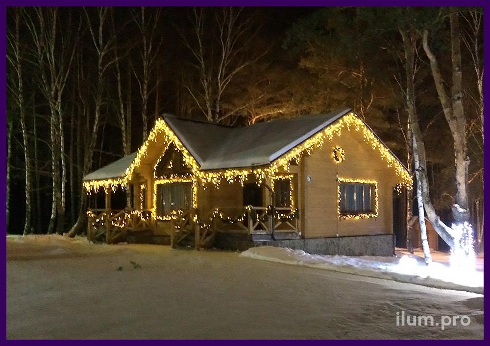 Новогоднее украшение загородных домов гирляндами и украшение деревьев