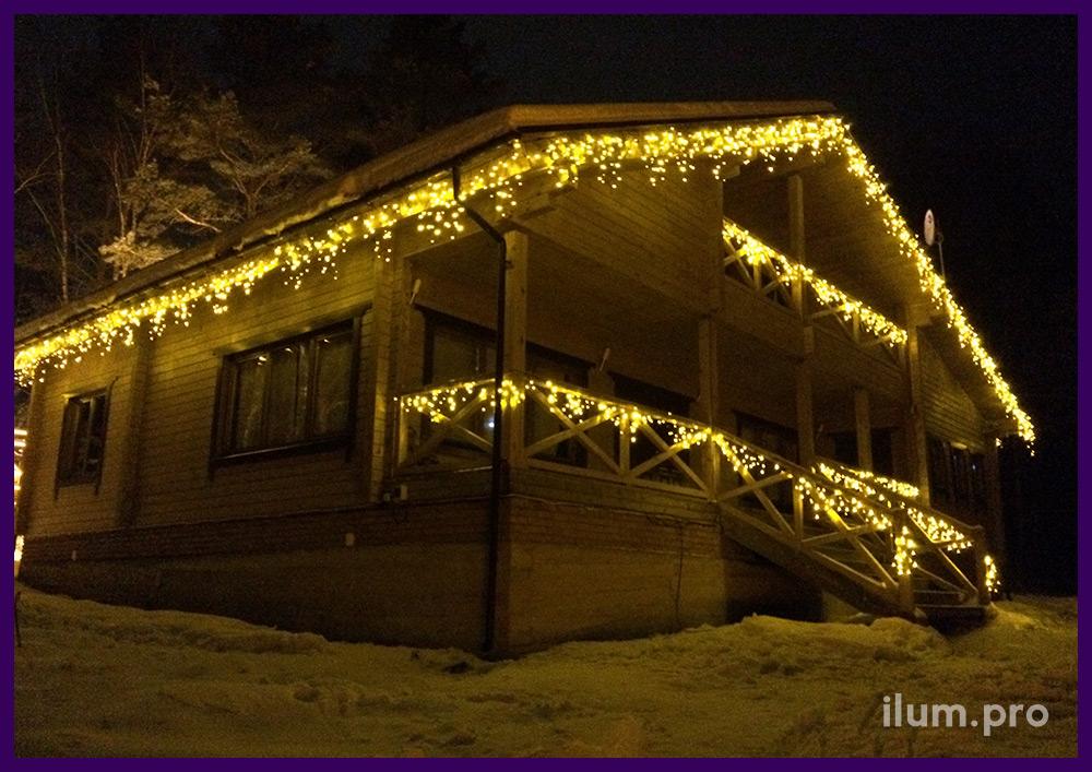 Светодиодная подсветка дома бахромой тёпло-белого цвета