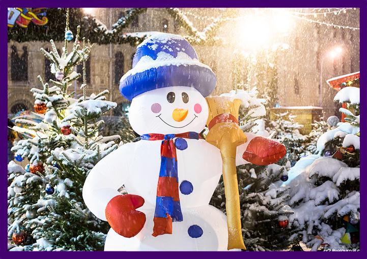 Надувная фигура снеговик для украшения улицы на Новый год