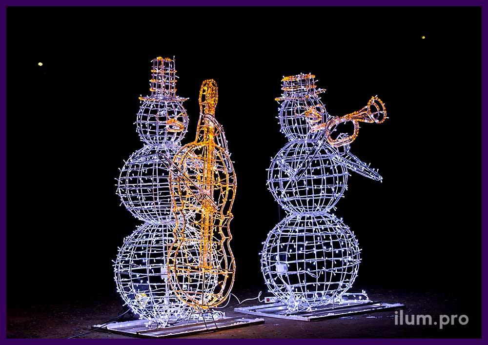 Световые фигуры снеговиков с музыкальными инструментами