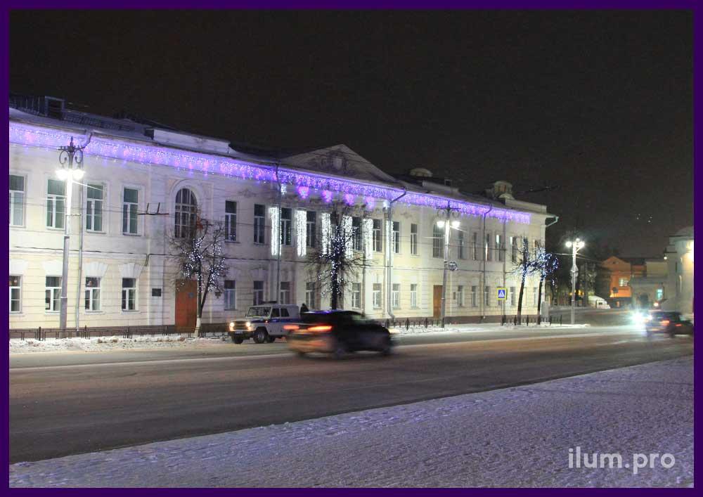 Светодиодное украшение фасада школы гирляндами и снежинками