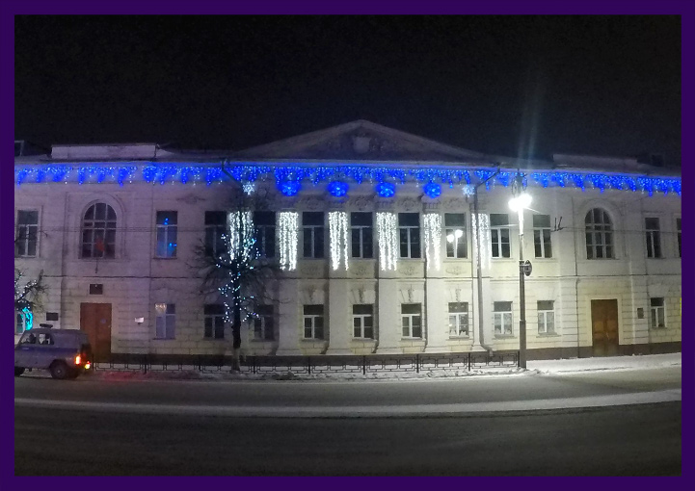 Украшение школы светодиодной иллюминацией белого и синего цвета