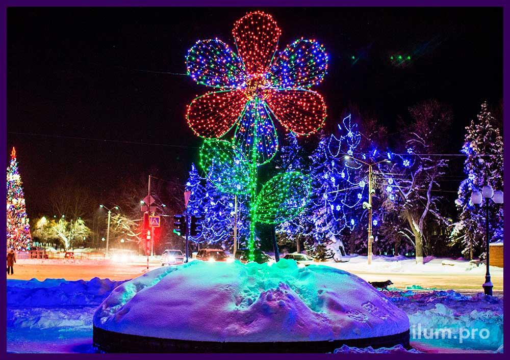 Высокий светодиодный цветок на улице города