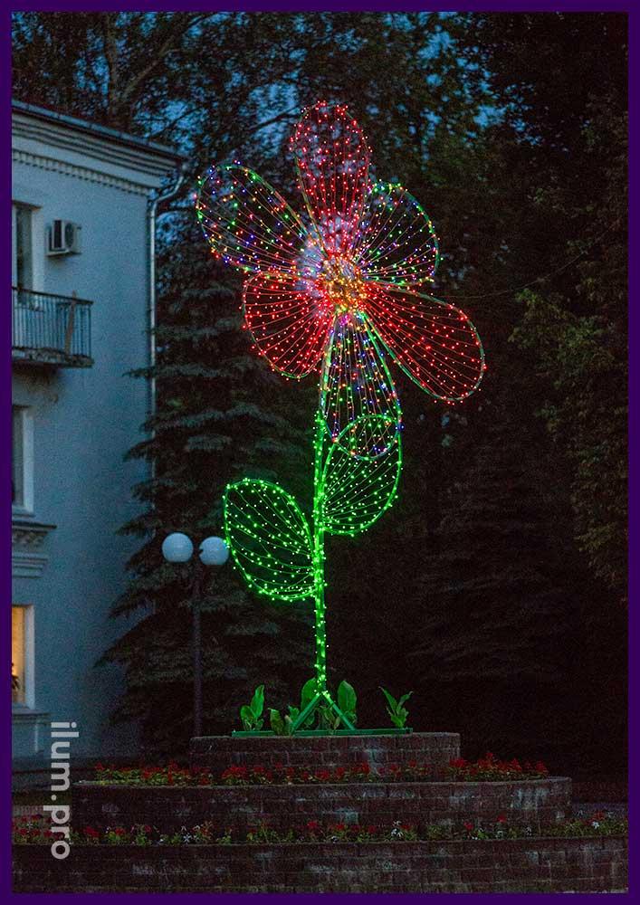Арт-объект с подсветкой разноцветными гирляндами