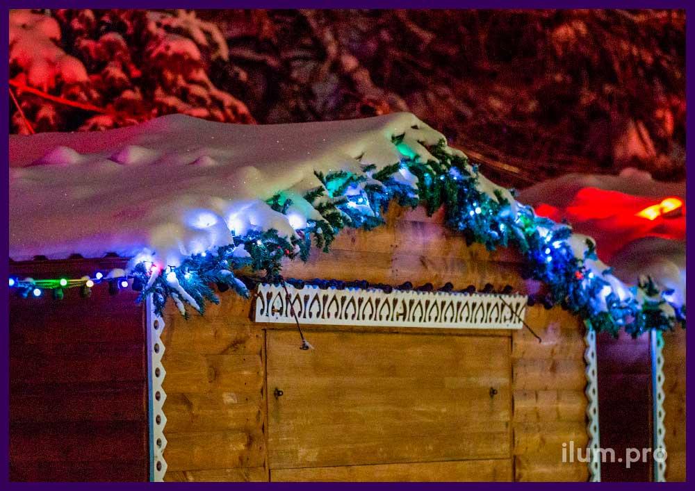 Украшение домиков шале на Новый год гирляндами