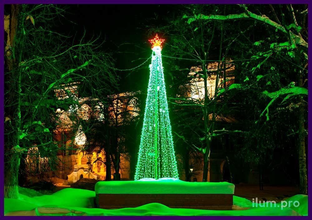 Светодинамическая ёлка из гирлянд зелёного и красного цвета